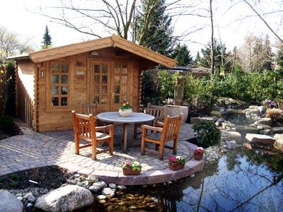 Teich mit Gartenhaus